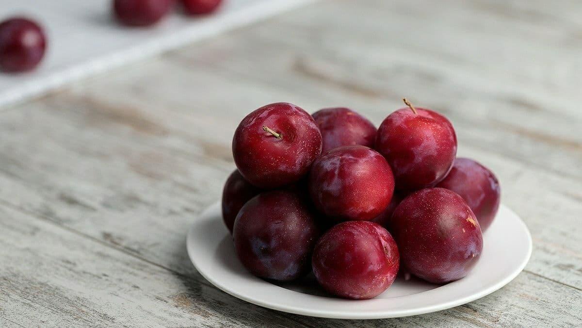 Осенние блюда из слив: 3 рецепта от Евгения Клопотенко