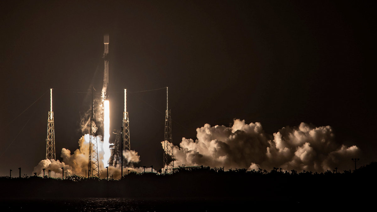 SpaceX успешно запустила очередную партию спутников Starlink