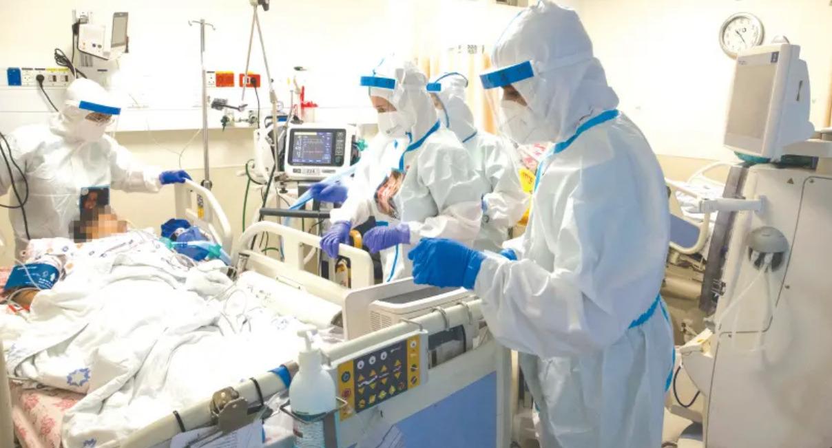 В Израиле от COVID-19 умер лидер кампании по антивакцинации