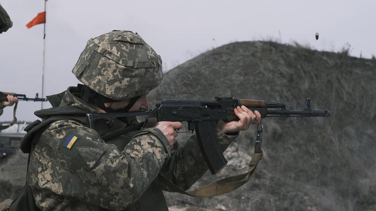 В Луганской области боевики во время тренировки обстреляли село: есть раненые гражданские