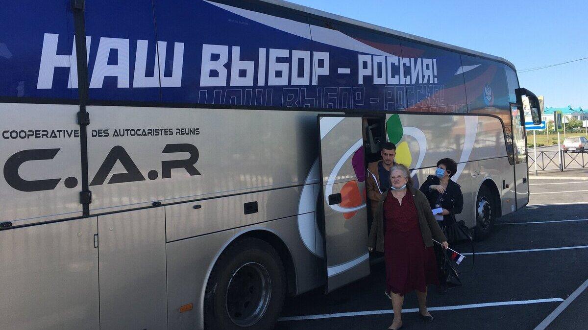 Жителей ОРДЛО массово свозят в Ростовскую область и выдают российские паспорта прямо перед голосованием на выборах в Госдуму