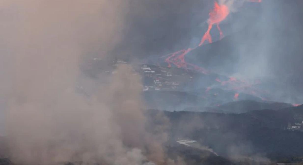 На Канарах проснулся мощный вулкан: лава может накрыть побережье