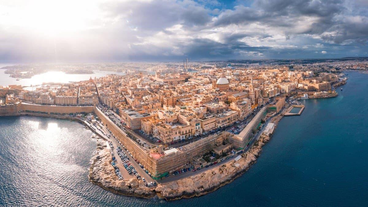 Мальта полностью восстановила авиасообщение с Украиной