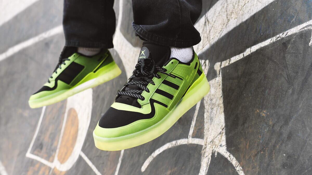 Microsoft вместе с Adidas анонсировали кроссовки, стилизованные под оригинальную Xbox