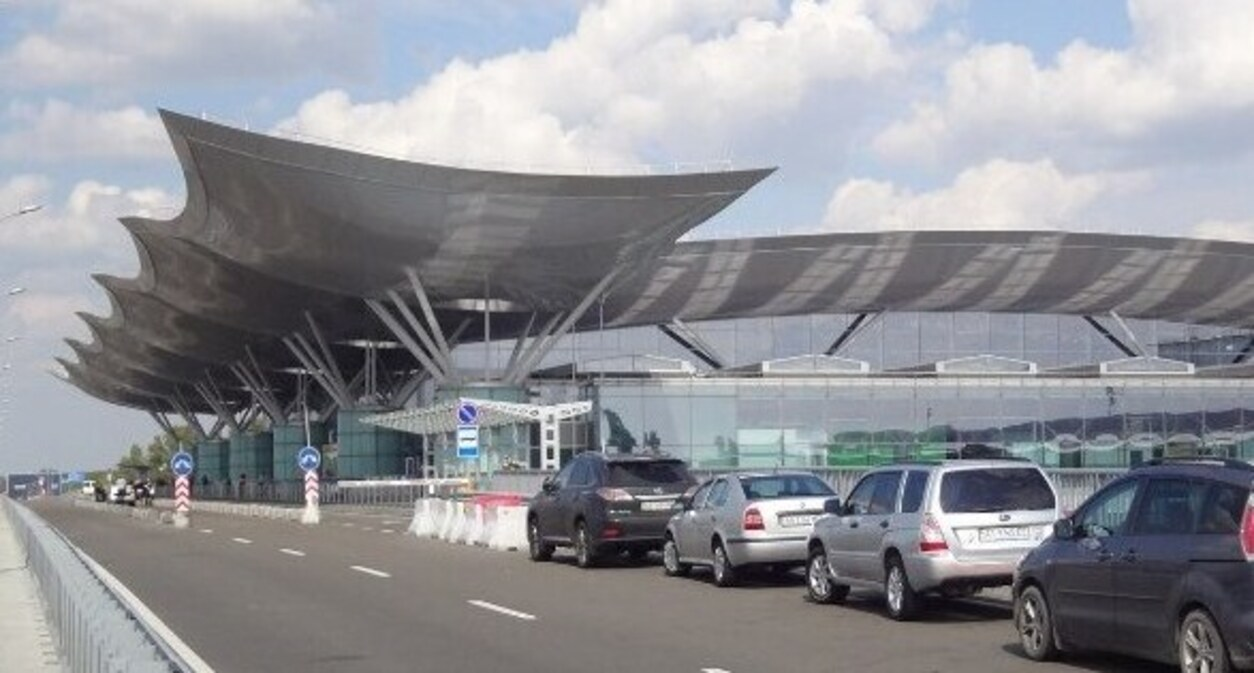 В Борисполе на паркинге для пассажиров не осталось парковочных мест: причина