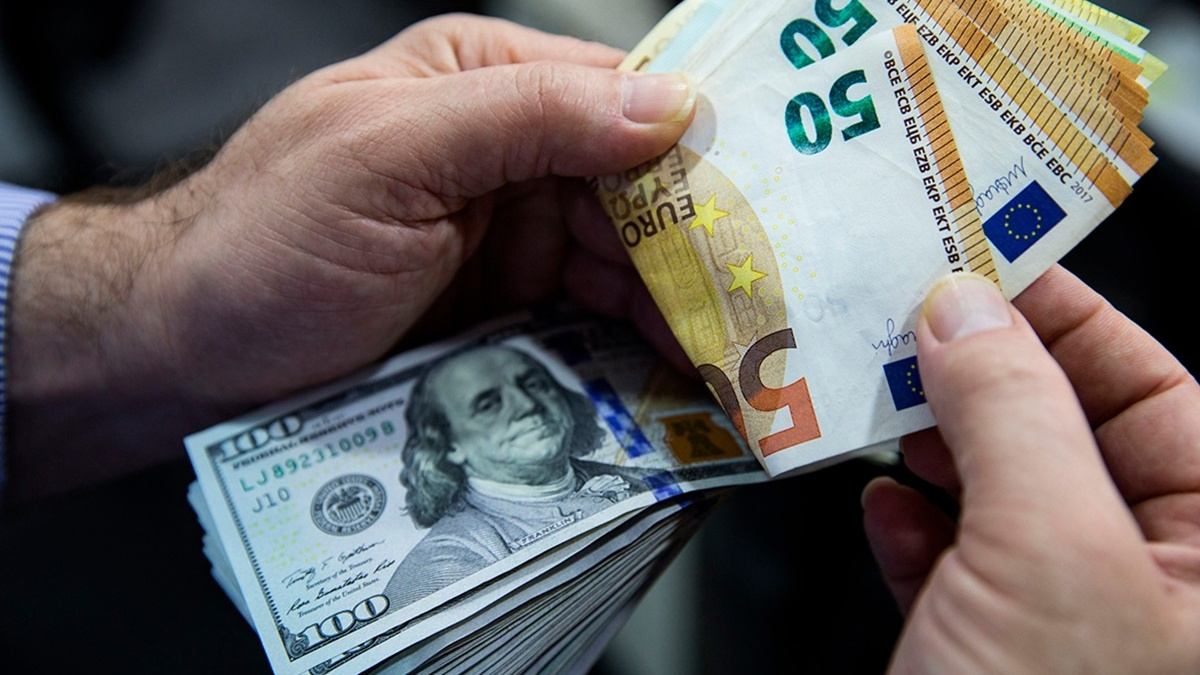 Сколько стоят доллар и евро: курс валют в Украине на 11 октября
