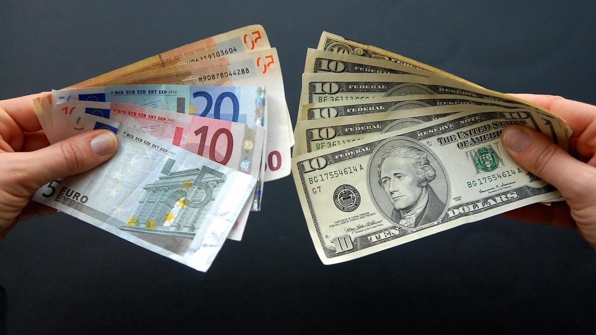 Курс валют на 14 октября в Украине: доллар держит позицию, евро подорожал