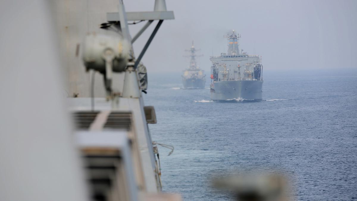 Корабль ВМС, потерпевший бедствие в Чёрном море, буксируют в порт Одессы