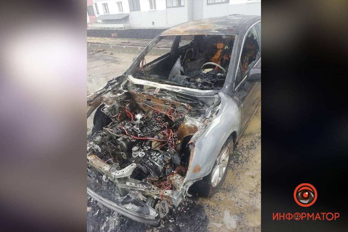 В Харькове сгорели два автомобиля