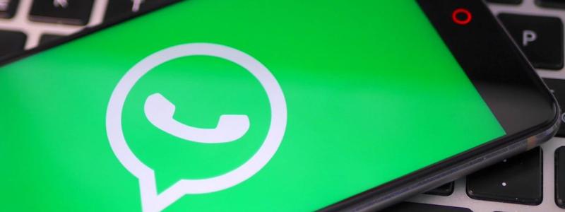 Сооснователь WhatsApp призвал удалить Facebook