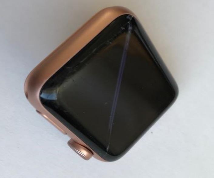 Поврежденные истцом Apple Watch Series 3