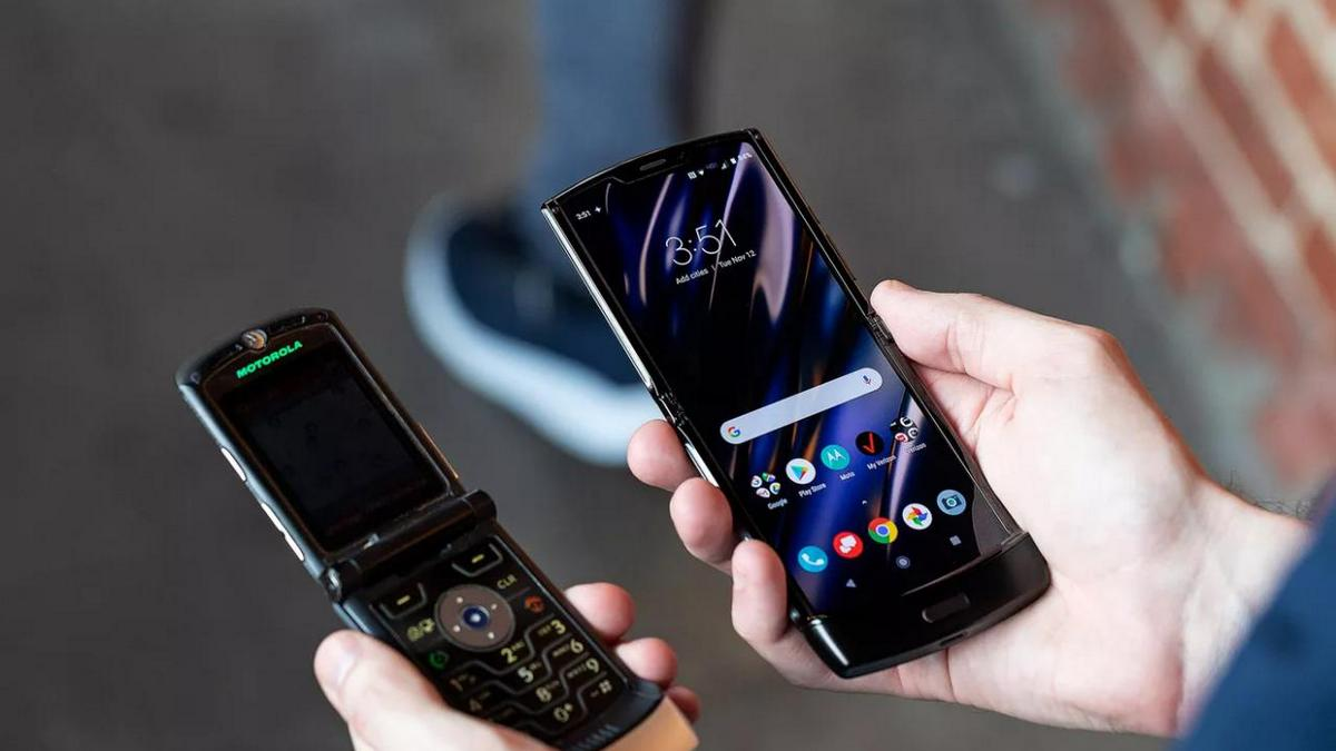 Motorola представила складной телефон Razr